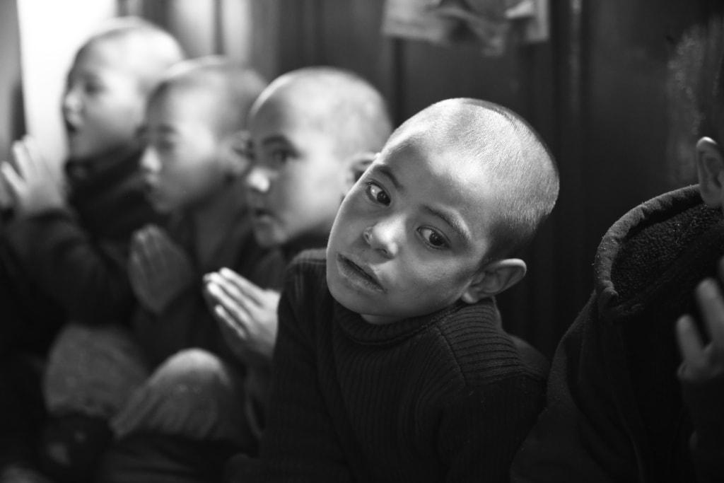 Lewandowska-ladakh-indie-klasztor-child